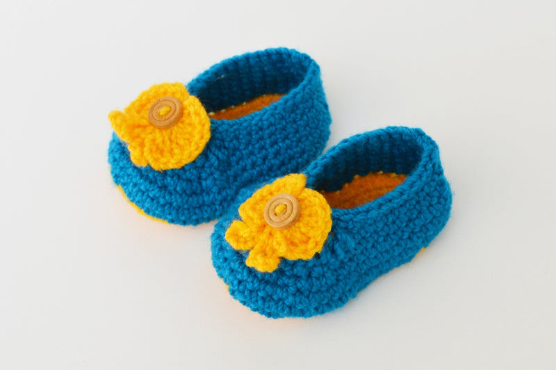Love Crochet Art Blue and Yellow Knitted Flower Booties