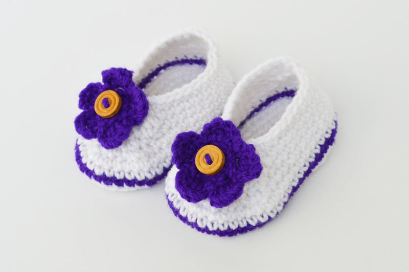 Love Crochet Art White and Blue Knitted Flower Booties