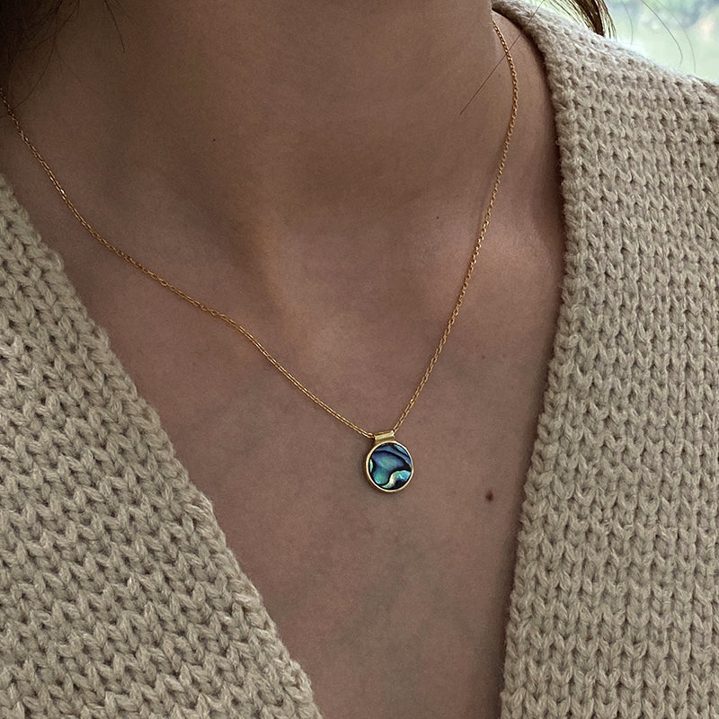 Round Shell Blue Pendant Necklaces - CleoBLVD