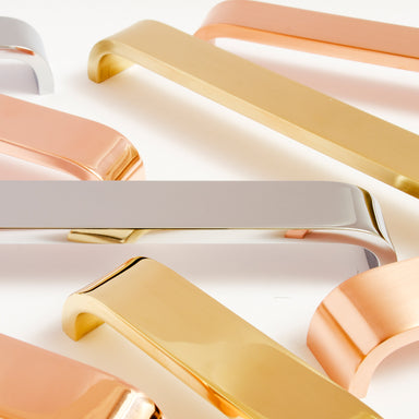 Modern and elegant curved handles. Simple Lines in a variety of finishes such as brass and copper.