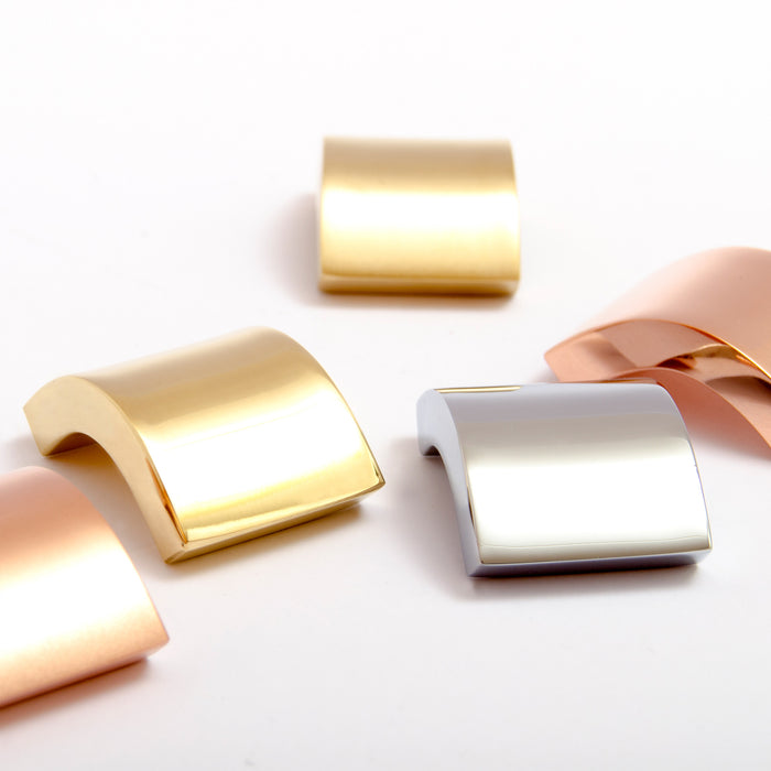 Small Curve knobs. Use with Curve series handles. Comes in brass, copper, chrome, black chrome, aluminum, and stainless steel.