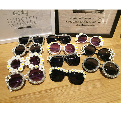 12 Design Handmand Rhinestone Sunglasses Fashion Glasses Women Flower with Pearl Round Vitnage Sunglasses Beach Party