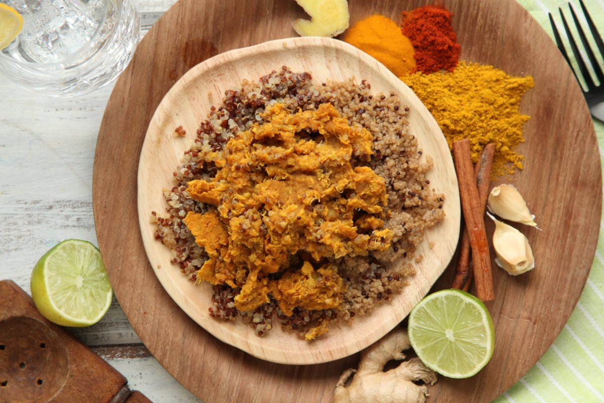 MamaSezz plant based lentil dahl with quinoa