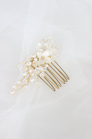 bridal comb, floral gold bridal comb, pearl and crystal bridal comb,haarschmuck,bridal headpiece,bridal headpiece,floral bridal comb,bridal hair vine,floral headpiece,gold headpiece,bridal halo,crystal comb,pearl bridal comb, vine bridal headpiece,crystal wedding comb,rose gold hair vine,silver wedding comb,blumen haarschmuck