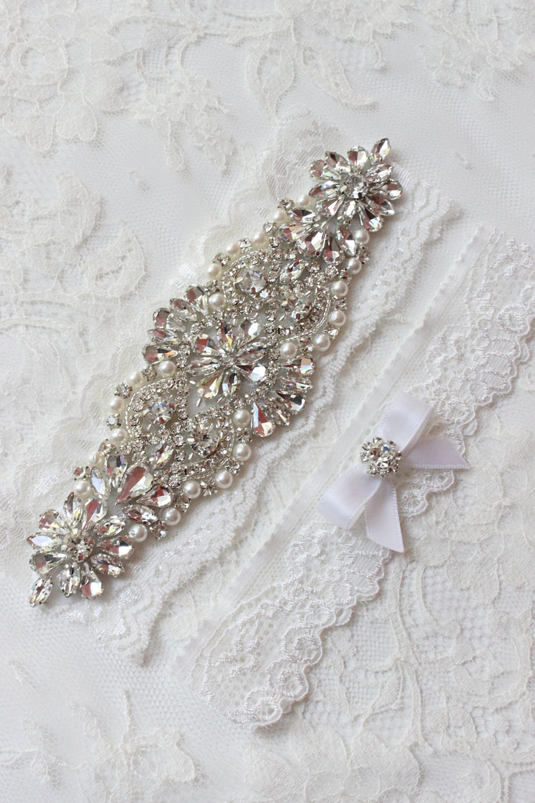 CARINA | Wedding Garter Set in off white/light ivory with Crystals and Pearls - Luxurious Romantic Bridal Garter