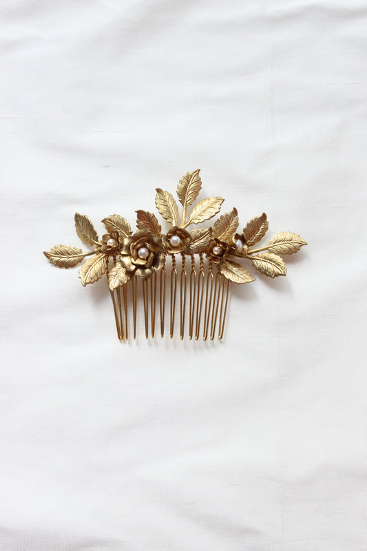ROSERAIE | Gold Leaf Wedding Comb with Flower Buds and Pearls