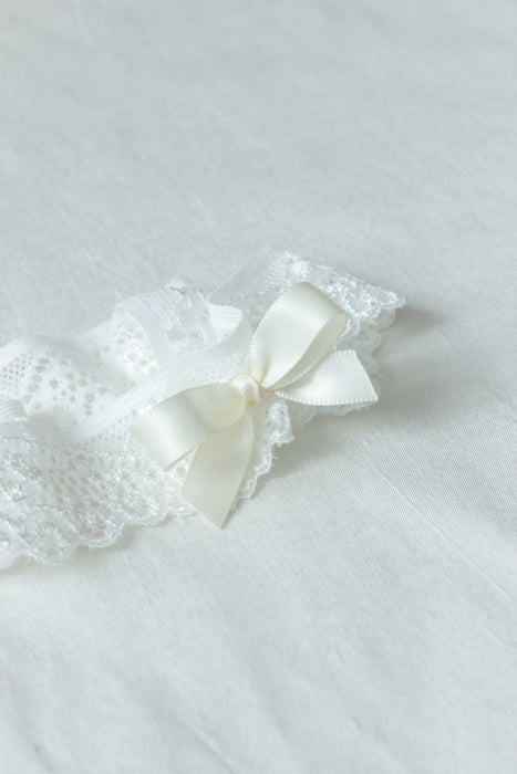 simple garter,dainty garter,lace garter set,off white lace garter,white garter,ivory garter,wedding garter and bridal accessories australia,bridal lingerie,cheap garter set,bridal boudoir shoot,bridal lingerie,wedding lace,bow lace garter,wedding accessories,floral garter