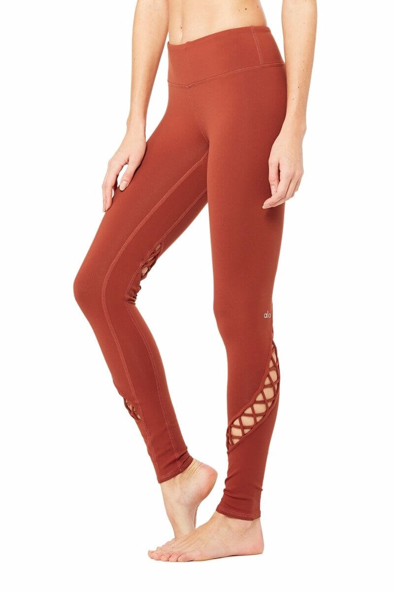 SEA YOGI Entwine legging in Amber by Alo, Yoga Shop in Palma de Mallorca, side