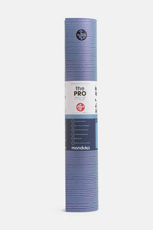 SEA YOGI // Transcend PRO Yoga mat in 6mm by Manduka, Tienda de Yoga, standing