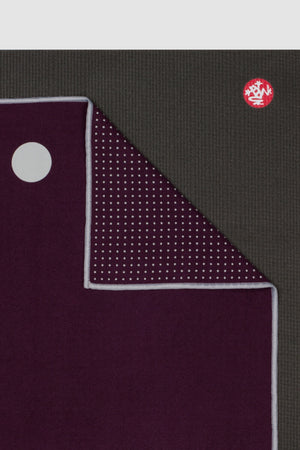 SEA YOGI // Indulge Yogitoes travel yoga towel by Manduka, Online Yoga Shop, close up
