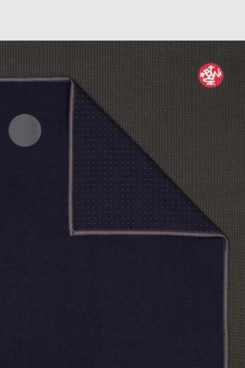 SEA YOGI // Midnight Yogitoes extra long travel towel by Manduka, Online Yoga Shop, close up
