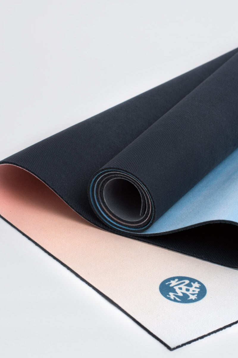 SEA YOGI // Brent Broza eQUA eKO Yoga mat in 4mm by Manduka, Tienda de Yoga Online, close up