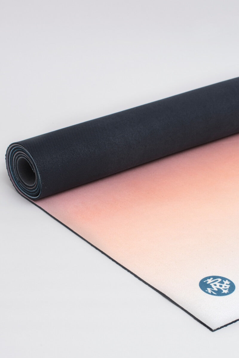 SEA YOGI // Brent Broza eQUA eKO Yoga mat in 4mm by Manduka, Tienda de Yoga Online, rolled