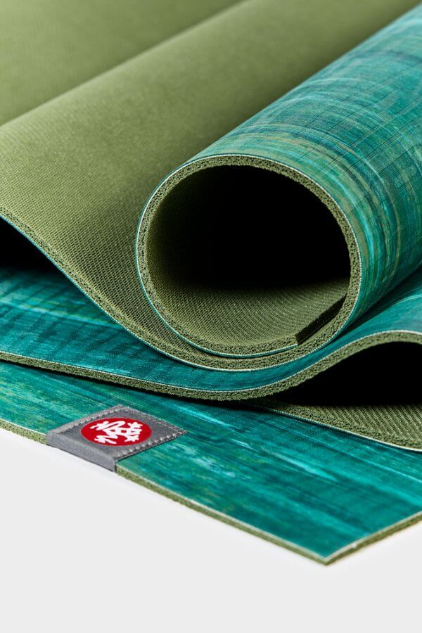 SEA YOGI // Thrive Marbled Ekolite Yoga mat in 4mm by Manduka, zoom