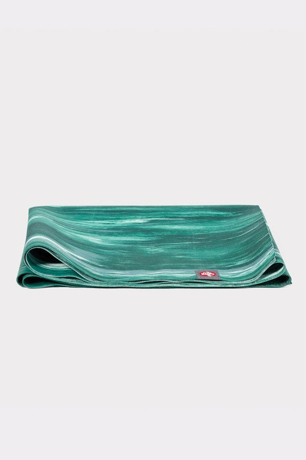 SEA YOGI // Steppe eKo Superlite travel yoga mat by Manduka, 1kg, Yoga online shop, folded