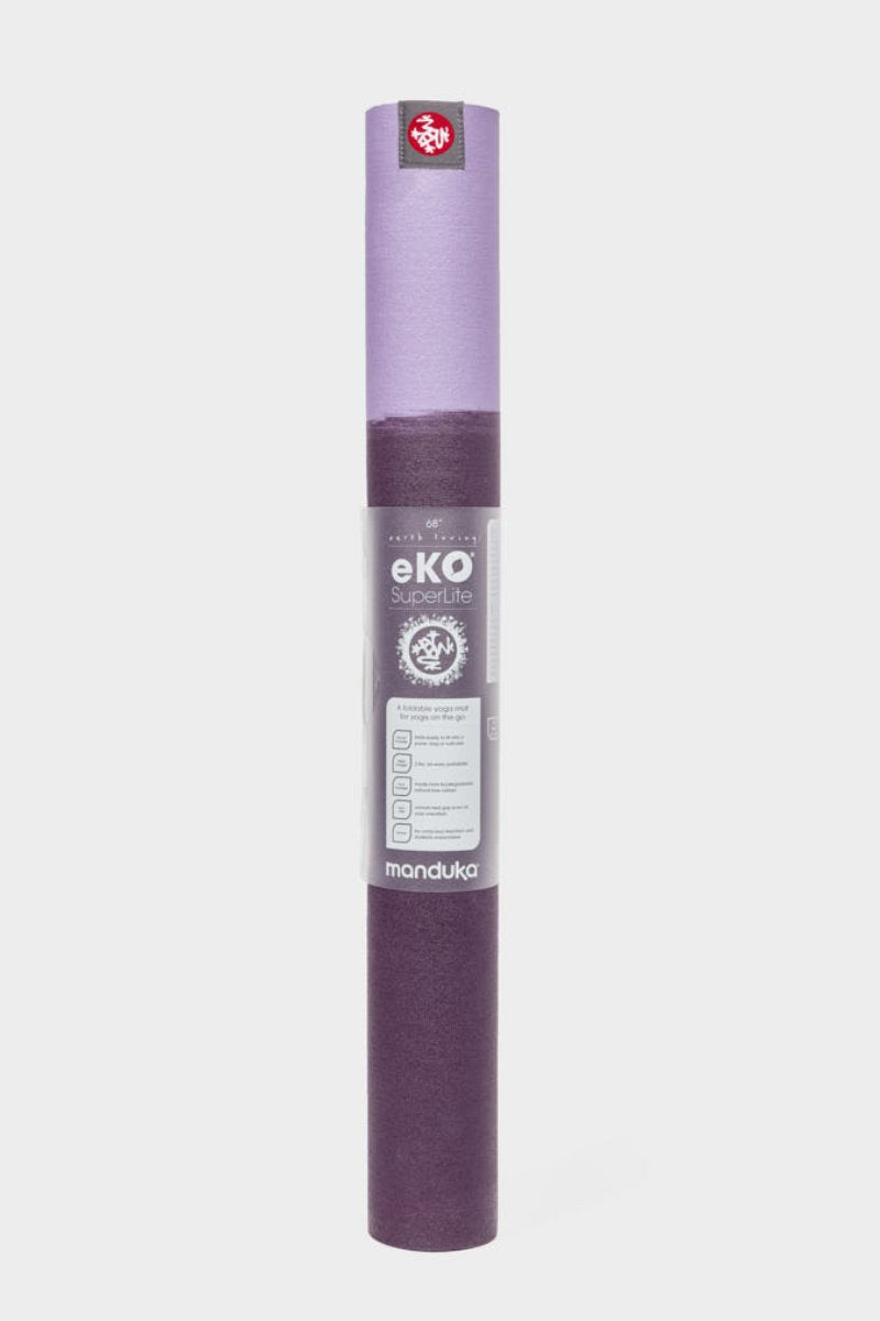 SEA YOGI // Sayan eKo Superlite travel yoga mat by Manduka, 1kg, Yoga boutique, standing2