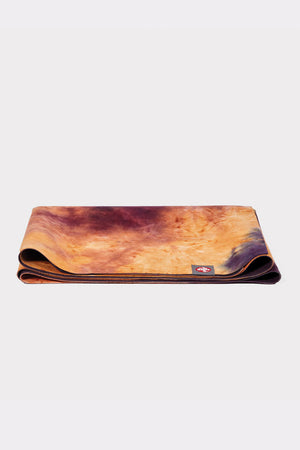 SEA YOGI // Grateful eQUA Superlite travel yoga mat by Manduka, 1kg, Yoga online shop, folded
