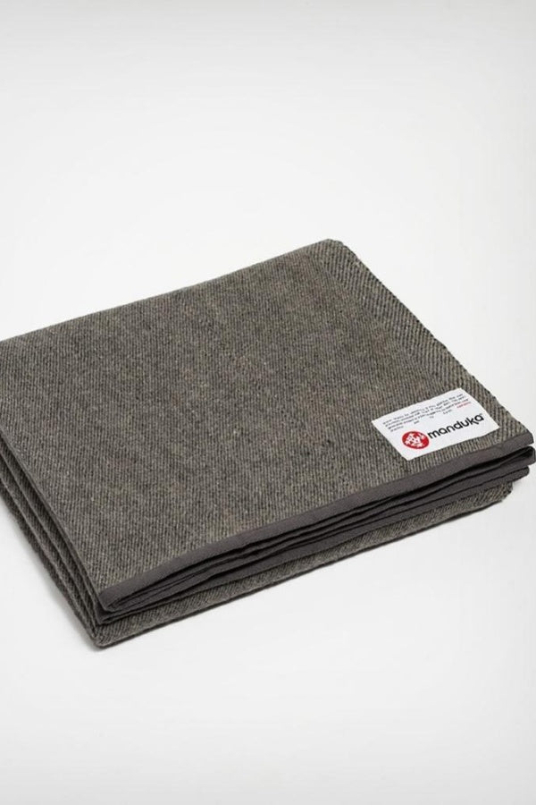 MANDUKA // TWILL RECYCLED WOOL YOGA BLANKET - SEDIMENT