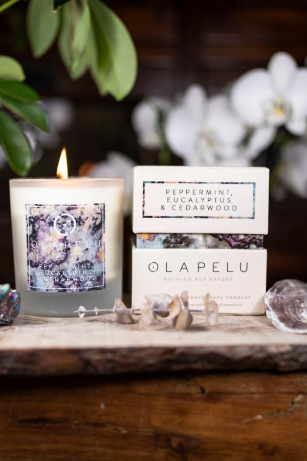 OLA PELU // Peppermint, eucalyptus and cedarwood natural candle box and candle shot, yoga shop