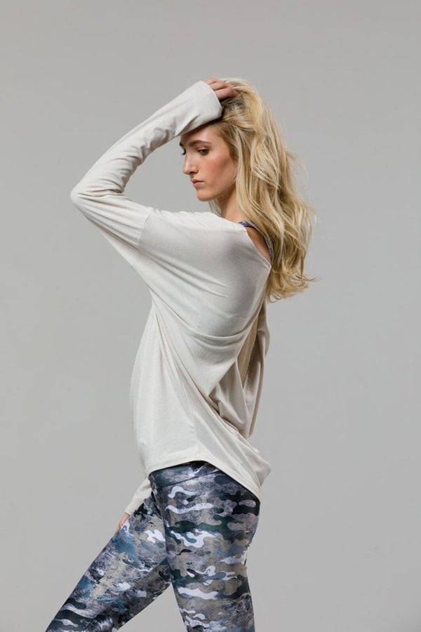 SEA YOGI // Diamond back camiseta de yoga in Ivory by Onzie, left