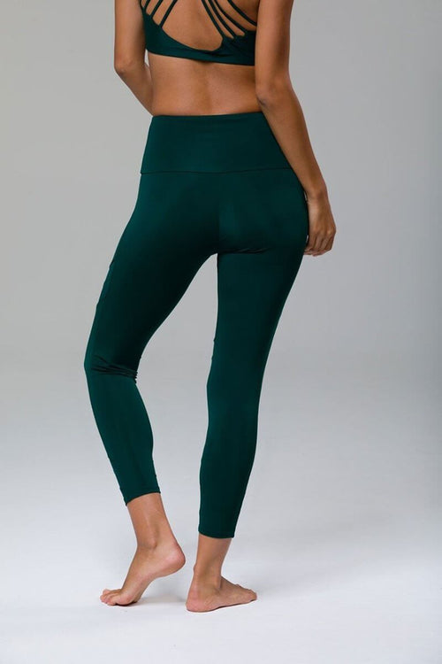SEA YOGI //  Sporty Legging by Onzie in Alpine, detras