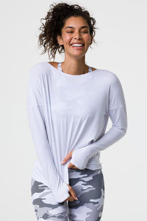 SEA YOGI // Onzie diamond back top en blanco, front