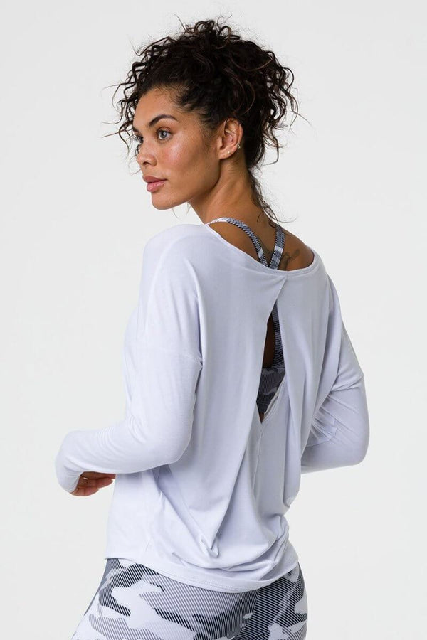 SEA YOGI // Onzie diamond back top en white, left