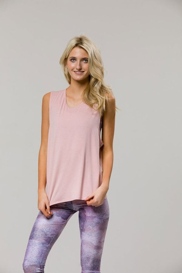 SEA YOGI // Twist back yoga top in Blush from Onzie, front
