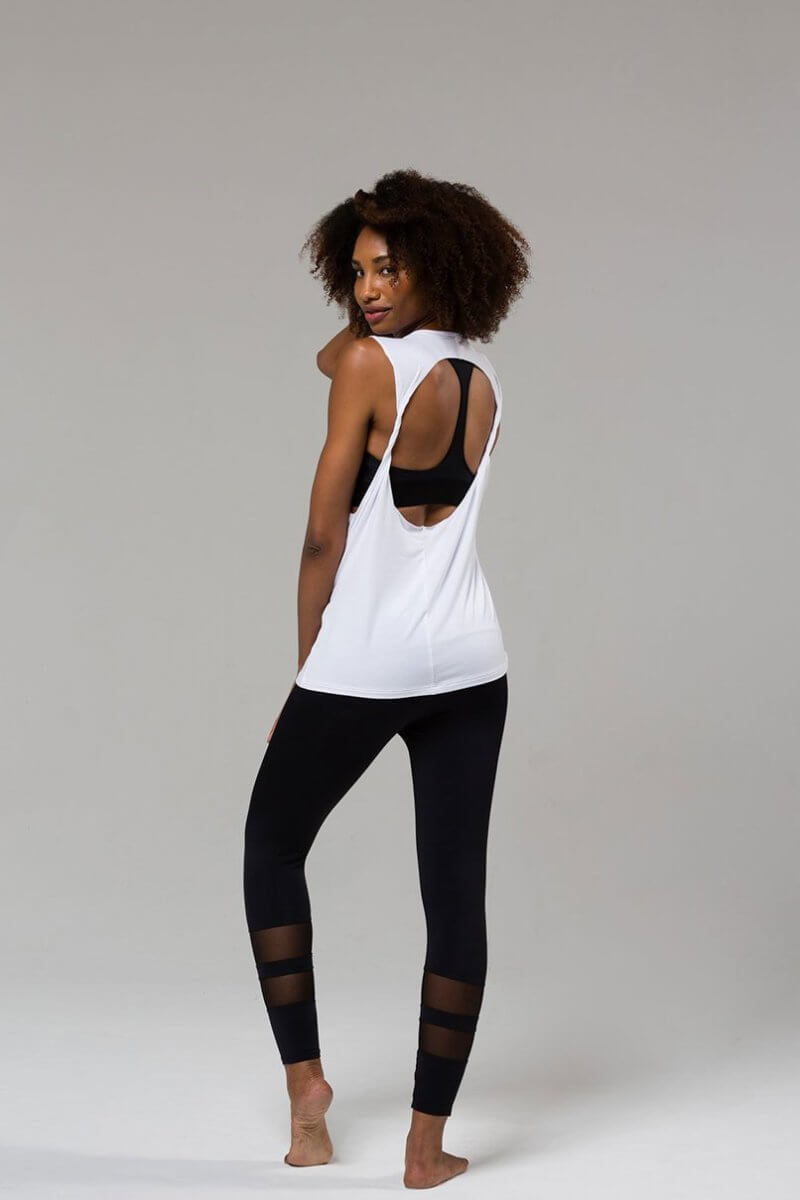 SEA YOGI // Onzie Twist back Top in white, izquierda