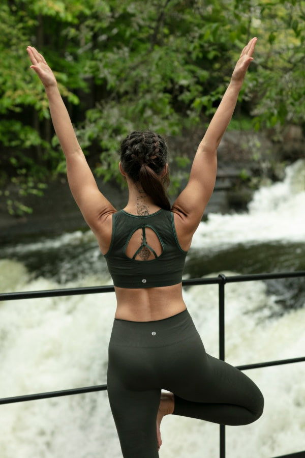 RUN & RELAX // CRYSTAL YOGA BRA - CAMO GREEN