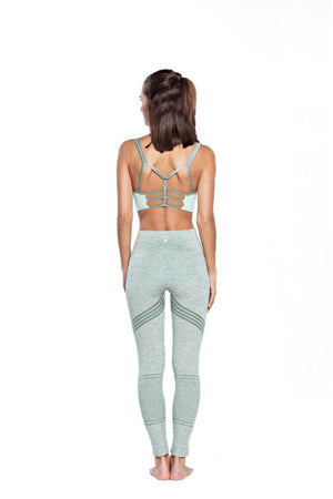 SEA YOGI // Run and Relax, Leyla Yoga bra en light moss green, bamboo, back
