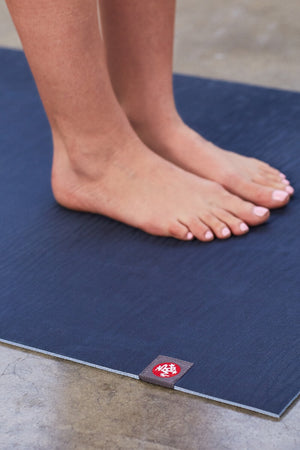 SEA YOGI // Midnight Eko Yoga yoga mat in 5mm by Manduka, visual close up