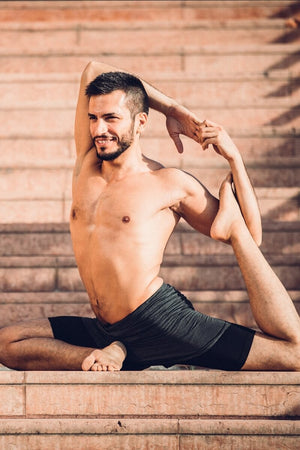 SEA YOGI // 2-Dogs Lined yoga shorts for men in Graphite Grey by Ohmme, Online Yoga Shop, lifestyle