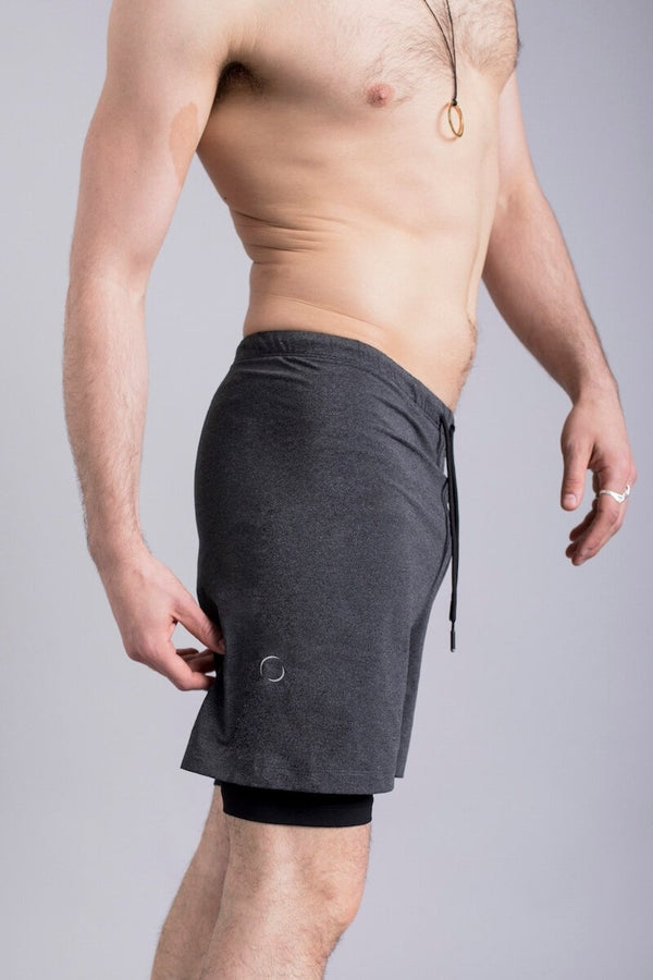 SEA YOGI // 2-Dogs Lined yoga shorts for men in Graphite Grey by Ohmme, Online Yoga Shop, right side