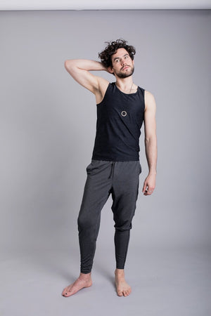 SEA YOGI // Vajra II Mens Yoga Vest for Men in Black by Ohmme, Tienda de Yoga online, front two