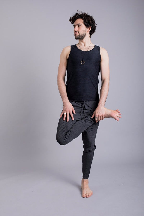 SEA YOGI // Vajra II Mens Yoga Vest for Men in Black by Ohmme, Tienda de Yoga online, front