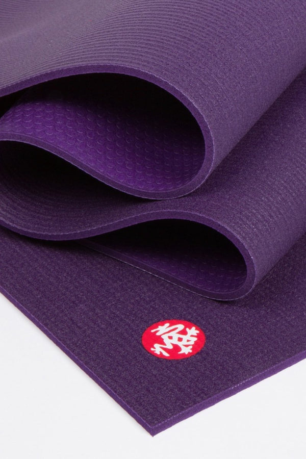 SEA YOGI // Pro Ultimate mat, 6mm thick and in Black Magic style by Manduka, close up image