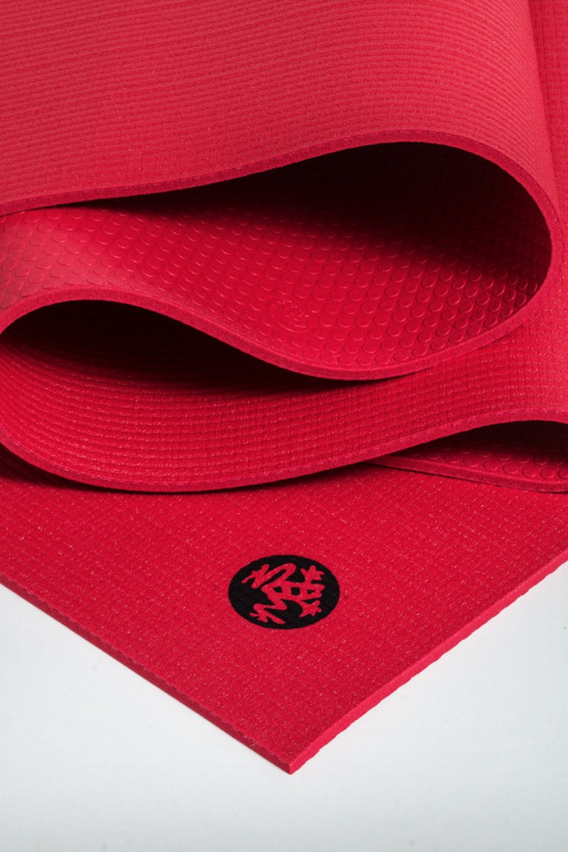 SEA YOGI // Prolite mat, 5mm thick and in Passion red style by Manduka, close up image