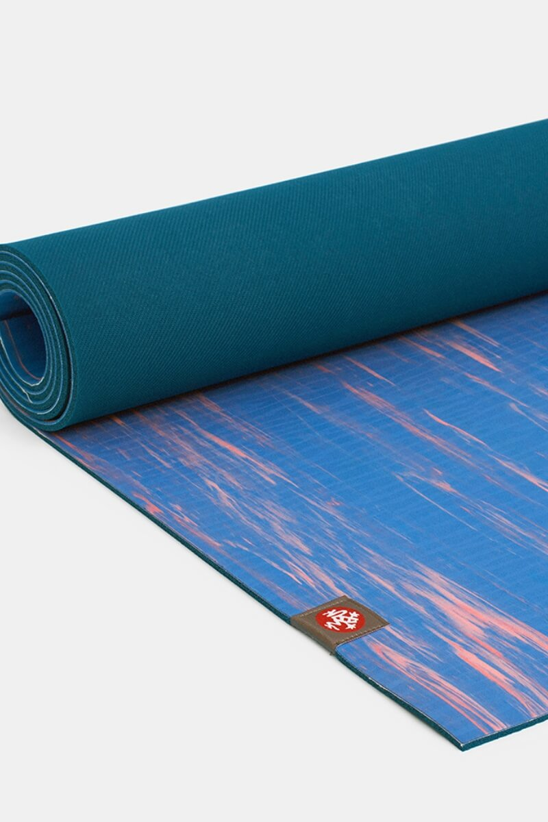 SEA YOGI Reef eKO Yoga Mat from Manduka - rolled out blue and pink - Online Yoga shop from Europe