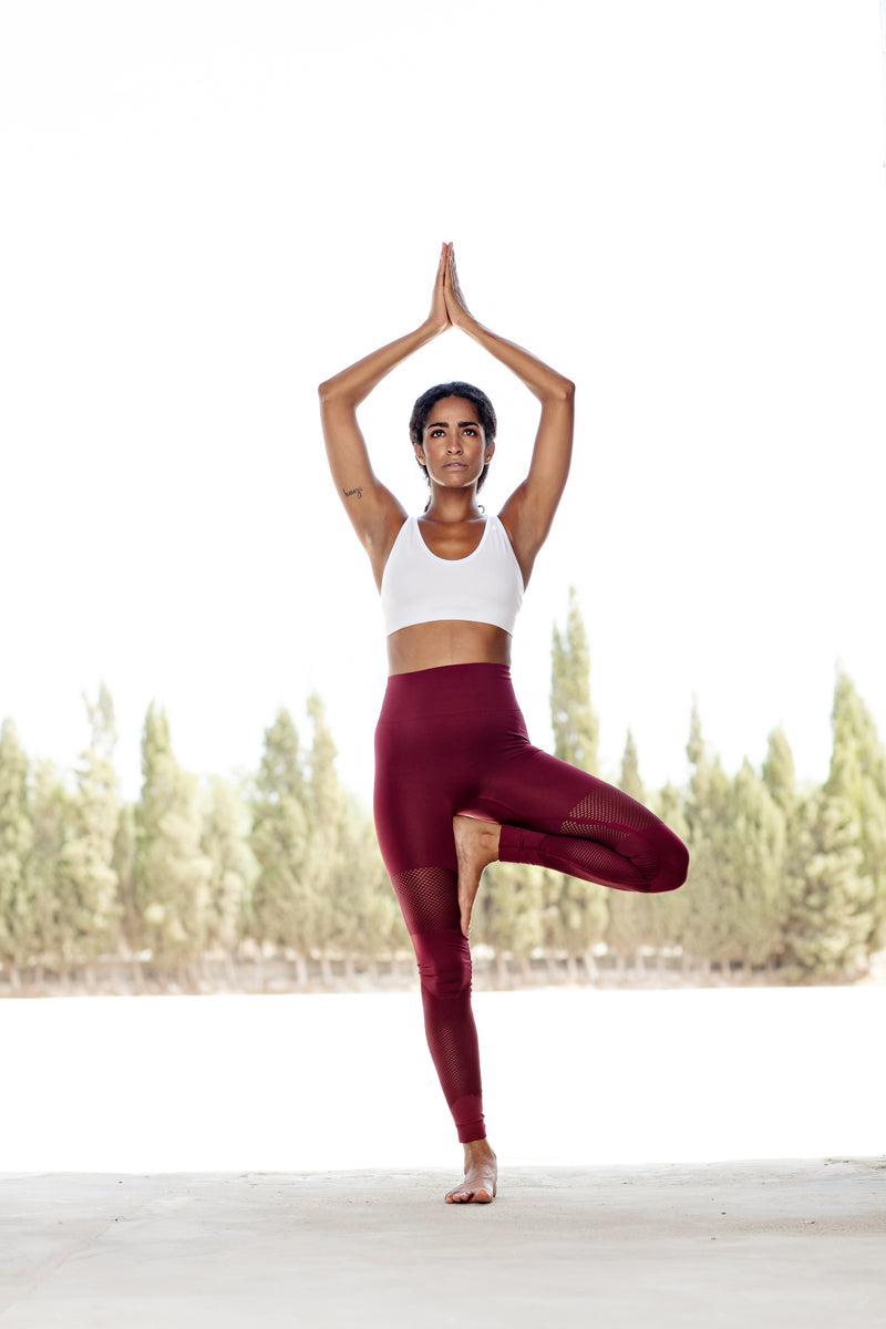 SEA YOGI // Run and Relax, Bandha Bamboo leggings in port wine red, lifestyle