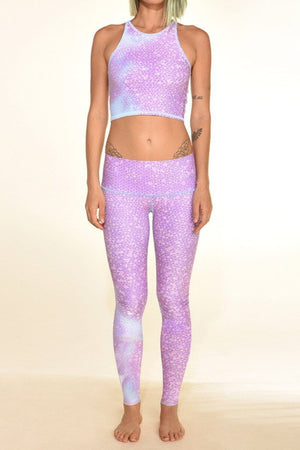 SEA YOGI // Legging de Teeki Mermaid Fairyqueen hot pant en lavender, delante