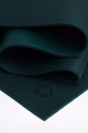 MANDUKA PROLITE YOGA MAT THRIVE STYLE AND CLOSE UP IMAGE