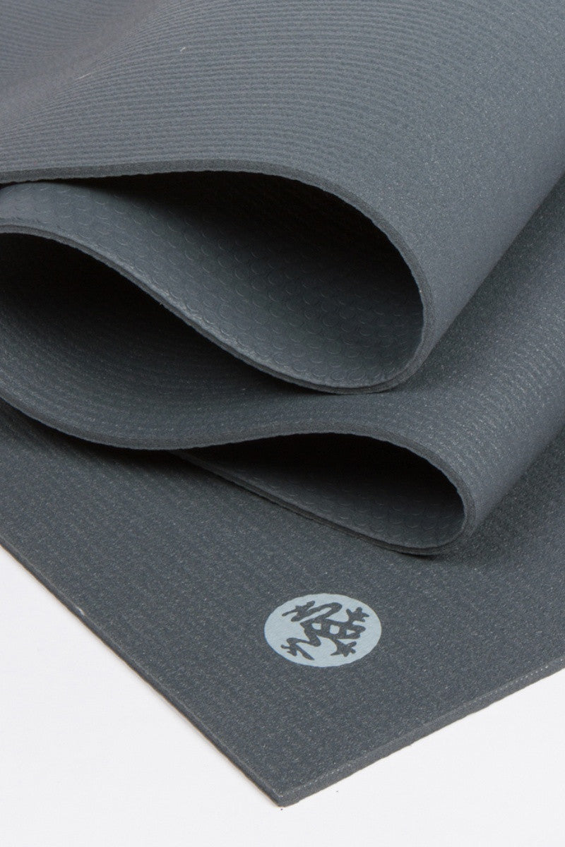 MANDUKA PROLITE YOGA MAT THUNDER STYLE AND CLOSE UP IMAGE