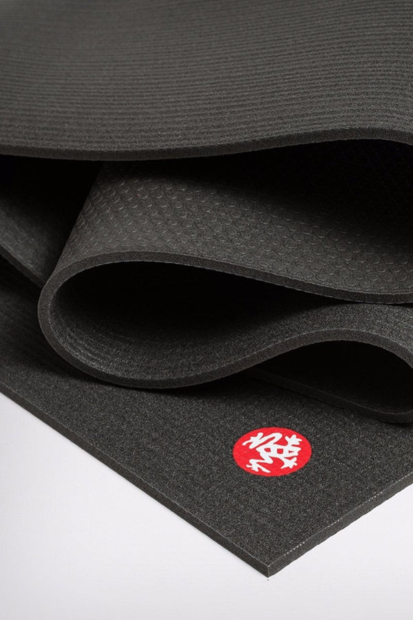 Manduka Pro Mat in Black colour and 5mm, close up image