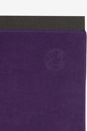 MANDUKA eQUA HAND YOGA TOWEL IN MAGIC STYLE AND CLOSE UP IMAGE
