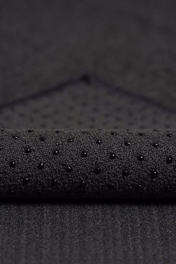 MANDUKA YOGITOES SKIDLESS MAT TOWEL ONYX CLOSE UP FABRIC IMAGE