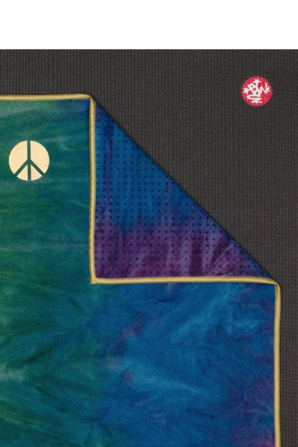 MANDUKA YOGITOES SKIDLESS MAT TOWEL IN PEACOCK STYLE AND CLOSE UP ON THE MAT IMAGE
