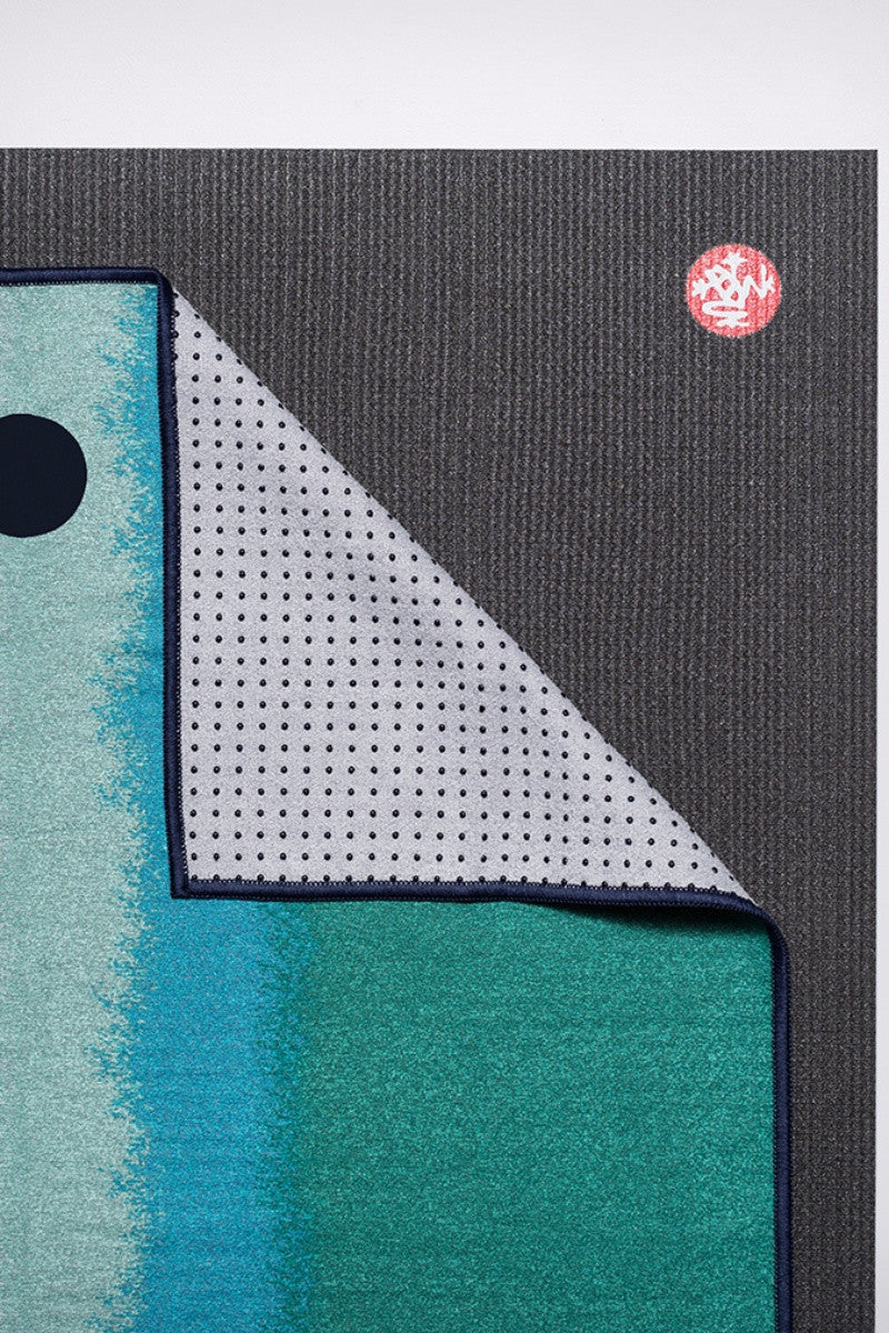 MANDUKA YOGITOES SKIDLESS MAT TOWEL WATERFALL OCEANA STYLE AND CLOSE UP IMAGE