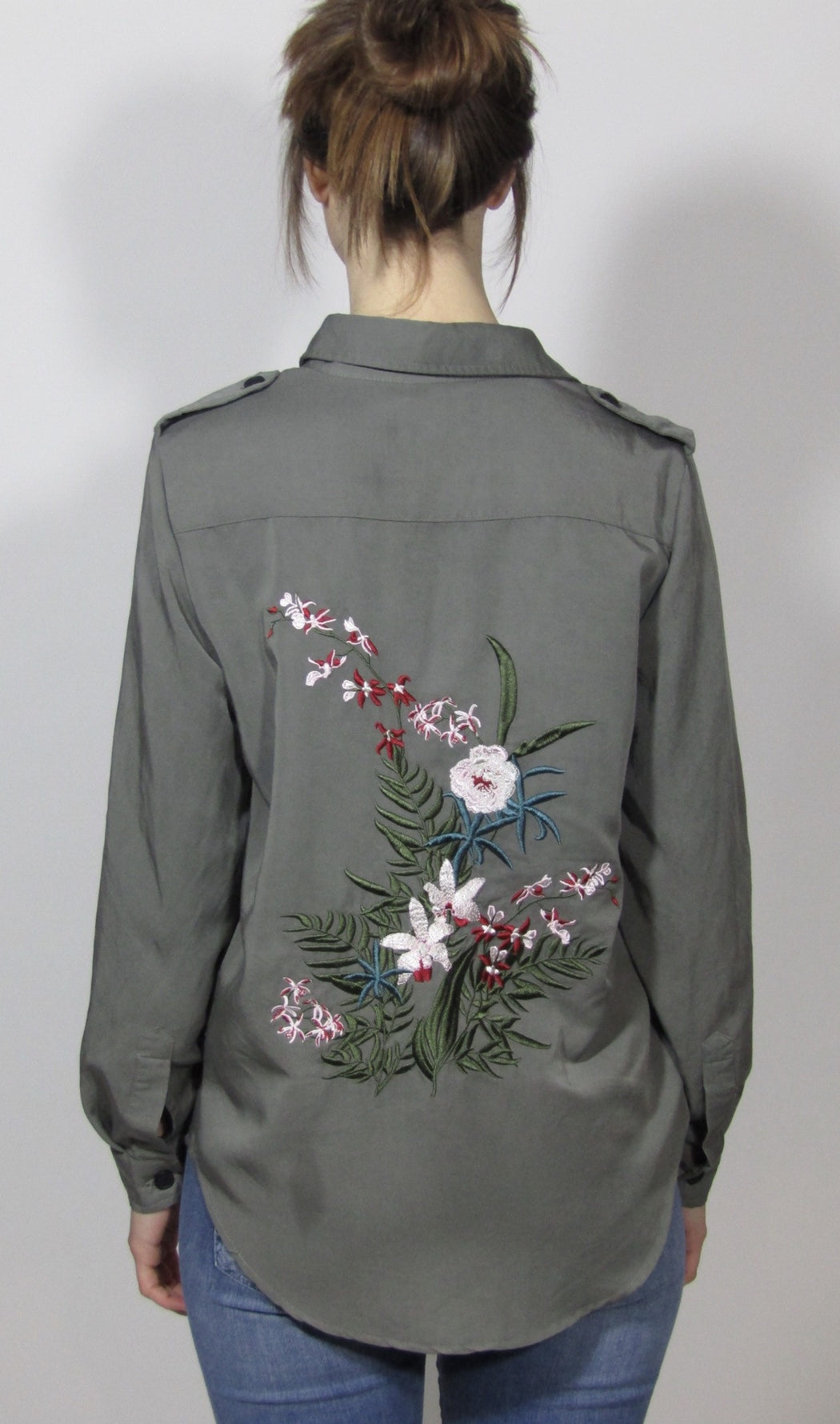 Shirt W. Embroidery Dusty Green