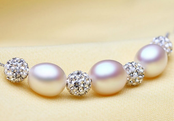 Nan Pearl Necklace with Natural Freshwater Pearls and Silver Chain with Sparkling Spacers